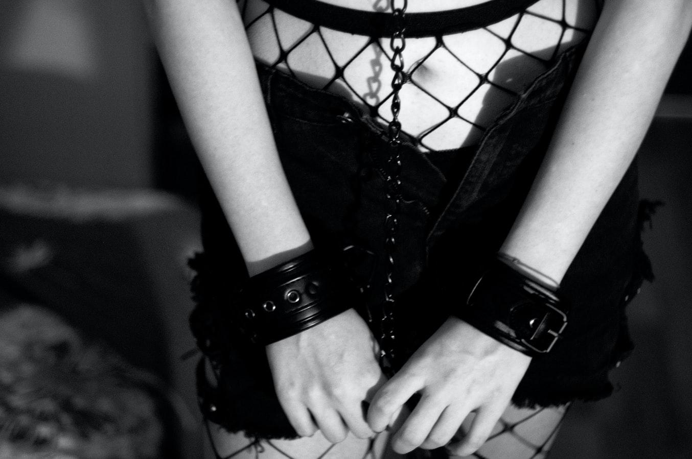 Сексуальная девушка в черном
